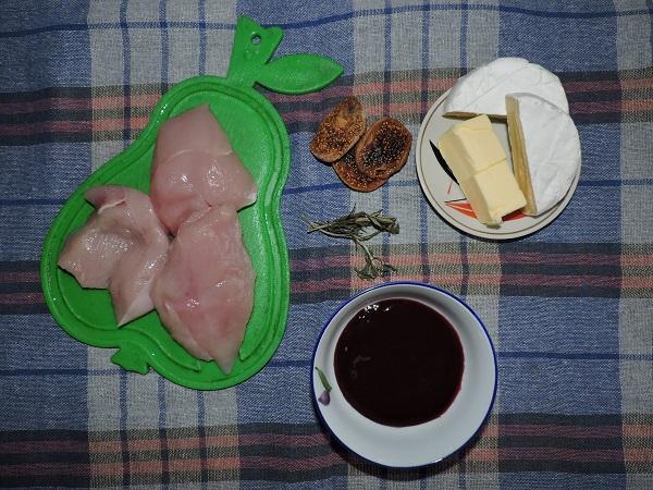 Филе индейки под сыром камамбер с ежевичным соусом рецепт