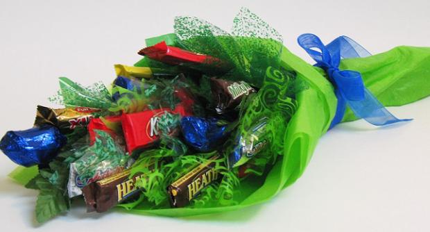 что подарить учителю. букет из конфет