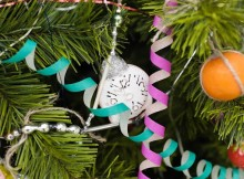 В Киеве появилась елка, рассказывающая историю новогодних игрушек
