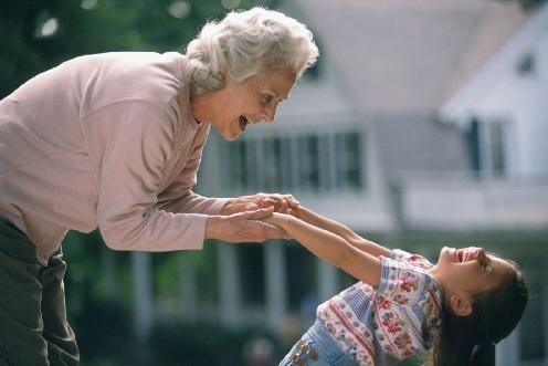 дети и бабушка
