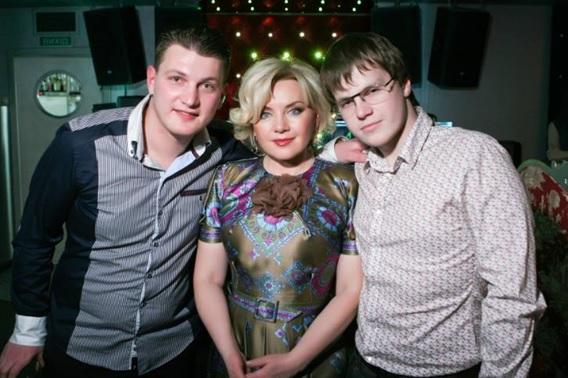 Оксана Билозир с сыновьями