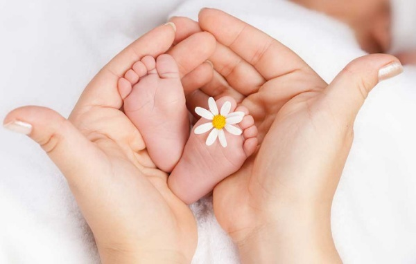 Выписка новорожденного из роддома весной